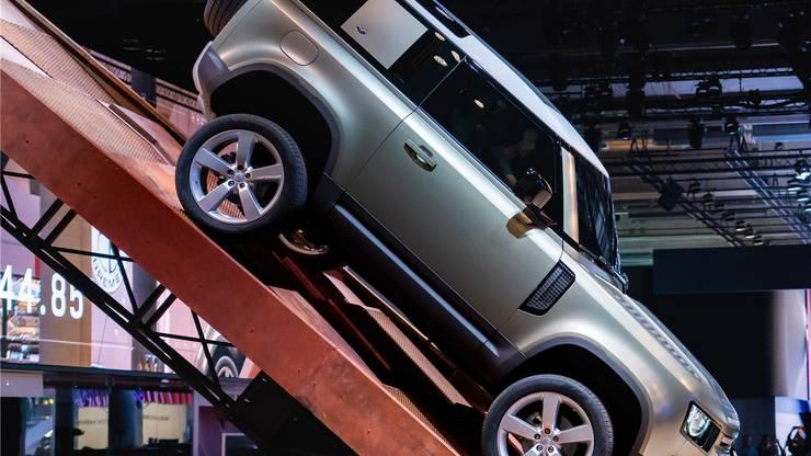 Retrocharme trifft Zukunftsdesign: Der neue Land Rover Defender kommt Anfang 2020 auf den Markt, genauso der Honda e; das Concept 4 von BMW ist ein erster Ausblick auf das neue 4er Coupé. Bilder: zvg