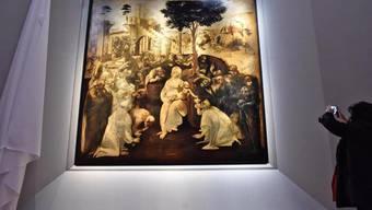 """Leonardo da Vincis Gemälde """"Anbetung der Könige aus dem Morgenland"""" ist nach der Restaurierung in den Uffizien in Florenz wieder ausgestellt."""