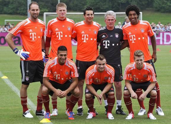 Die neuen bei Bayern: die beiden Goalies Tom Starke und Lukas Raeder, Claudio Pizarro (Peru) und Dante (Brasilien) (oben, von links), Emre Can, Xherdan Shaqiri und Mitchell Weiser.
