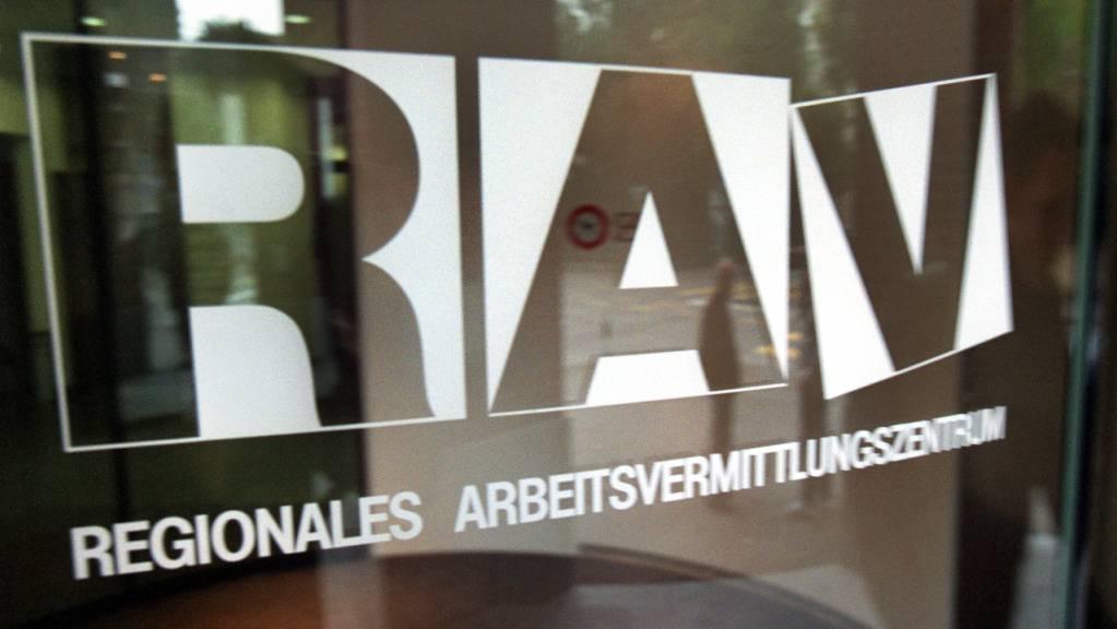 Bei den Regionalen Arbeitsvermittlungs-Zentren (RAV) in der Ostschweiz waren Ende Januar mehr Arbeitslose gemeldet (Archivbild).