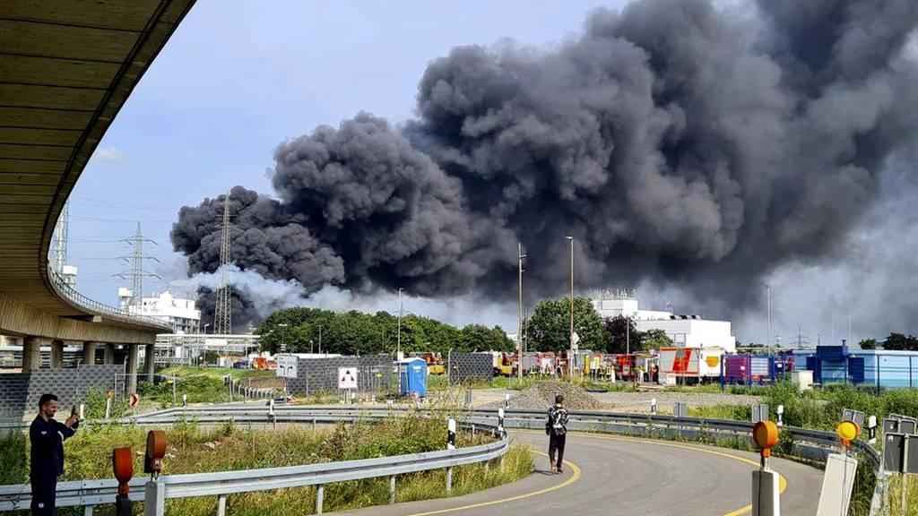 Ein Toter bei Explosion in Tanklager – mehrere Verletzte