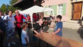Das Chriesistei-Spucken ist ein Klassiker, der grosse und kleine Teilnehmer angezogen hat.