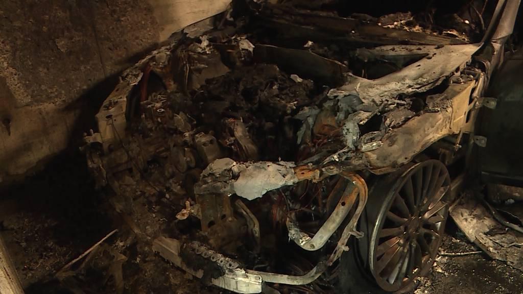 Tiefgaragenbrand in Bättwil: Mercedes S Klasse lichterloh in Flammen