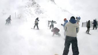 Snowboarder auf dem Maschgenkamm im Skigebiet Flumserberg (Archiv)