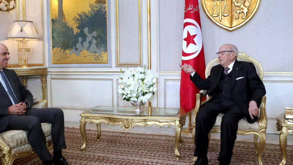 Bundesrat Alain Berset (links) im Gespräch mit dem tunesischen Präsidenten Beji Caid Essebsi (rechts) im Präsidentenpalast in Karthago bei Tunis.