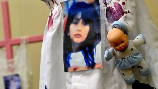 Mahnmal eines ermordeten Mädchens in Guatemala