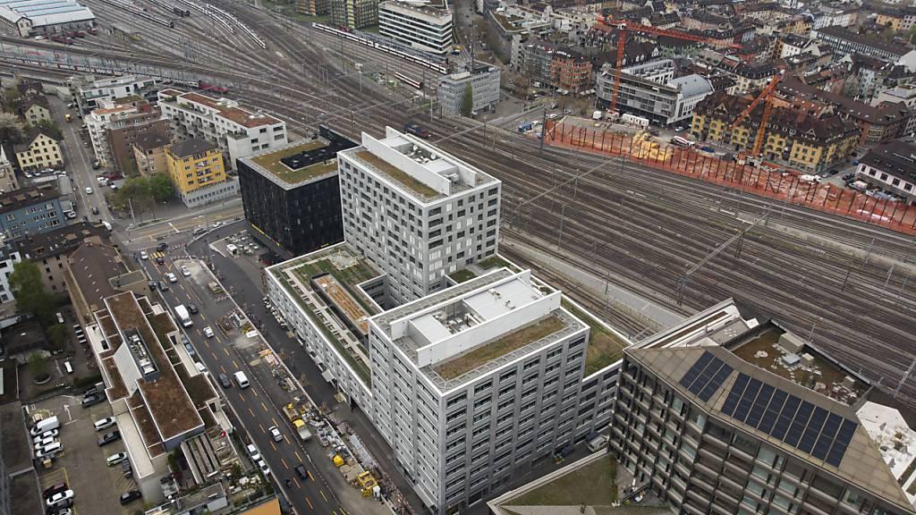 Die SBB müssen wegen der Coronakrise Dutzende Immobilienprojekte in der ganzen Schweiz sistieren. Im Bild das Entwicklungsgebiet am Hauptbahnhof Zürich. (Archivbild)