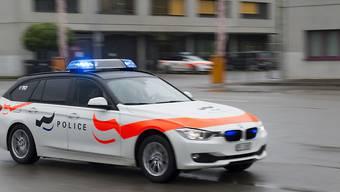 Die Polizei dein Freund und Helfer: Im deutschen Bundesland Nordrhein-Westfalen hat die Polizei ein im Auto eingeschlossenes Kleinkind mit blinkenden Warnlichtern unterhalten bis man das Kind aus dem Auto befreien konnte. (Symbolbild)