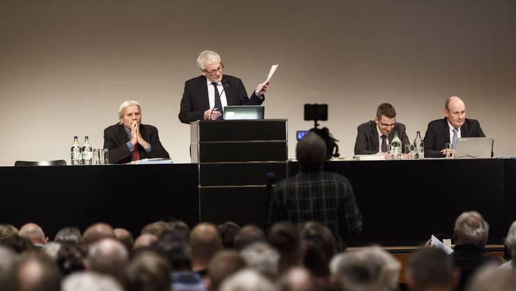 Gemeindeversammlung Stadt Solothurn. Stadtpräsident Kurt Fluri am Rednerpult
