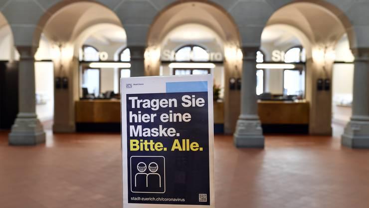 Was in der Stadt Zürich bereits gilt, empfehlen die Gesundheitsdirektoren nun auch stark betroffenen Kantonen – eine Maskenpflicht in Innenräumen.