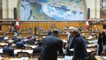 Der Nationalrat hat sich am ersten Tag der Sondersession mit der Legislaturplanung befasst. Nach seinem Willen soll der Bund noch mehr sparen als bereits geplant.