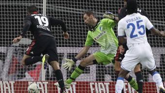 Eren Derdiyok (Nr.19) trifft zum 1:0 für Leverkusen