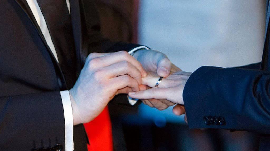Das Eheversprechen gaben sich die beiden US-Amerikaner vor 48 Jahren - nun wurde ihre Homo-Ehe vollständig anerkannt. (Symbolbild)