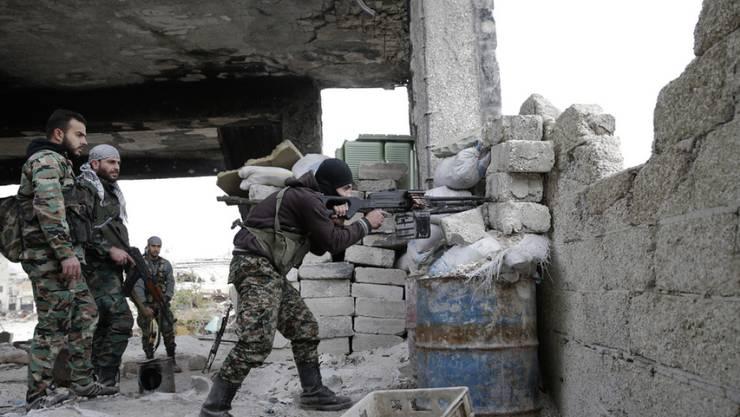 Soldaten der syrischen Armee im Einsatz in Aleppo. (Archivbild)