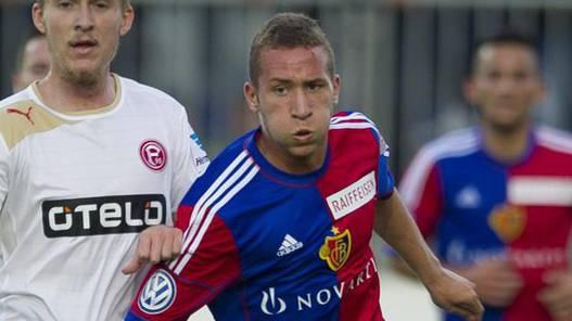 Vielleicht bald in ein FCB-Stammspieler? Veljko Simic (Mitte).