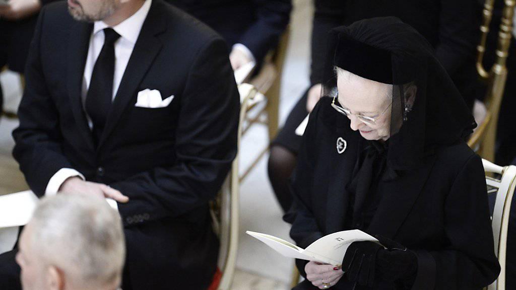 Die dänische Königin Margrethe II. und Kronprinz Frederik an der Trauerfeier in der Schlosskirche Christiansborg.