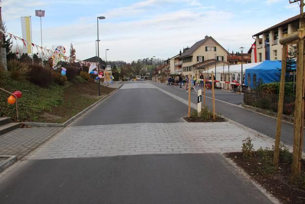 Der neue Strassenabschnitt vor dem Volg