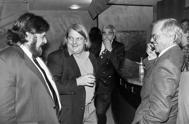 Giuliano Bignasca, Mitte, Präsident der Lega dei Ticinesi, Flavio Maspoli, links, Lega-Nationalrat, und TSI-Fernsehdirektor Marco Blaser, aufgenommen am 20. Oktober 1991 in Lugano beim Warten auf die Resultate der Eidgenoessischen Wahlen.