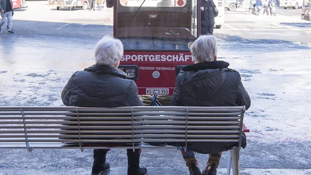 Sie werden mehr in der Schweiz: ältere Menschen, die eine Altersrente beziehen. (Symbolbild)
