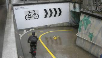 Beispiel Bahnhof Altstetten: Wegen der Zunahme an Velounfällen werden Unfallschwerpunkte umgestaltet.