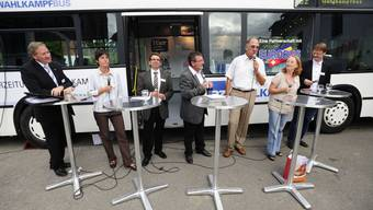 az Wahlkampfbus in Oberwil-Lieli