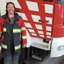 Nathalie Jäggli in der Einsatzuniform im Feuerwehrdepot in Unterlunkhofen.