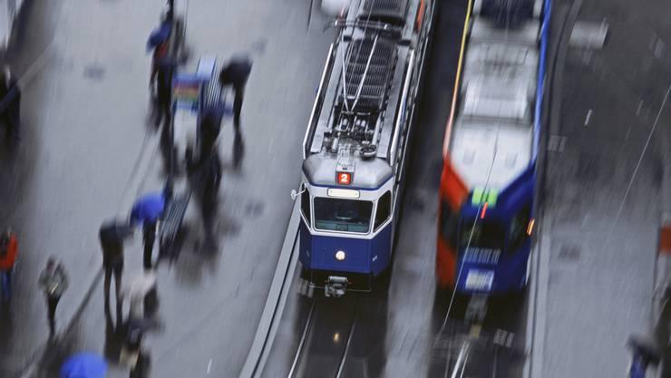An der Bahnhofstrasse ist es zu einer Kollision zwischen einem Tram und einem Auto gekommen. (Symboldbild)