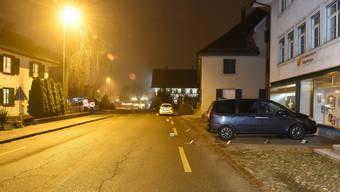 Der Unfall ereignete sich um 16.20 Uhr, als ein 37-jähriger Autolenker auf der Landstrasse in Richtung Wil unterwegs war.