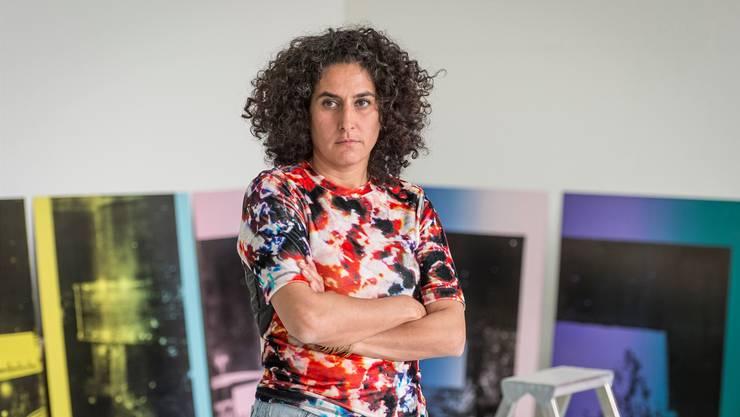 Keine Farben «ab Stange»: Shirana Shahbazi in ihrem Atelier in Schlieren.