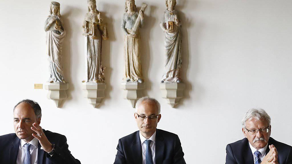 Sie legten sich am Montag für den Erhalt des SRG-Radiostudios Bern ins Zeug: der Walliser Staatsrat Christophe Darbellay (links), der bernische Regierungspräsident Bernhard Pulver (Mitte) und der Freiburger Ständerat Beat Vonlanthen (rechts).