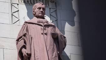 Philosophie kann mithin nützlich sein. Georg Wilhelm Friedrich Hegel jedenfalls konnte begründen, warum ein Staat - wie gegenwärtig in der Corona-Krise - die Freiheit der Bürger nicht einschränkt, wenn er sie einschränkt.