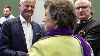 Matthias Michel (links) setzt sich gegen Tabea Zimmermann Gibson (ALG) und Heinz Taennler (SVP) durch und gewinnt für die FDP den Zuger Ständeratssitz.