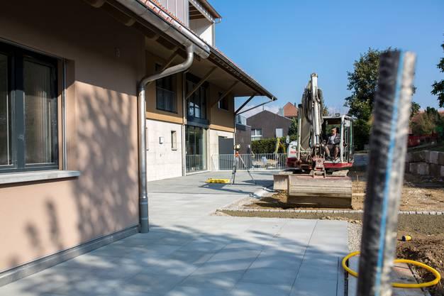 Das neue Zuhause für ältere Menschen bietet sieben Seniorenwohnungen mit zusätzlich buchbaren Dienstleistungen, elf Pflegezimmer und ein grösseres Pflegestudio, dazu Gemeinschafts- und Pflegeräumlichkeiten.
