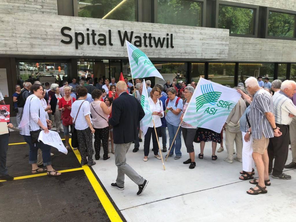 Proteste vor Spital Wattwil (© TVO/David Lendi)