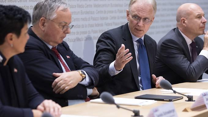 Ein KMU-Komitee um Gewerbeverband-Präsident Jean-François Rime (2.v.l.) wirbt für die AHV-Steuervorlage.