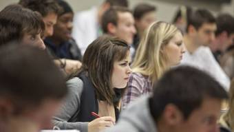 Studierende sollen bald zwischen mehreren Mastern wählen dürfen. Foto: Keystone