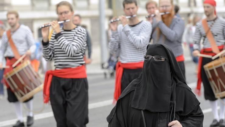 Eine Touristin aus dem arabischen Raum an der Schweizer Bundesfeier.