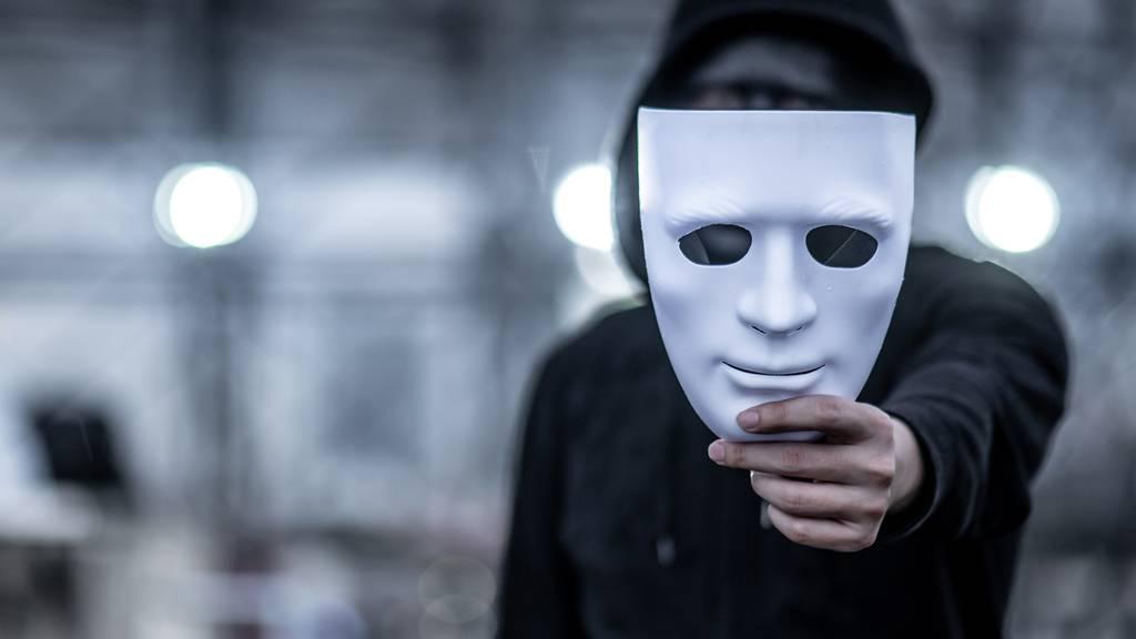 Schwachstelle Mensch: Wie man sich vor Betrügern und Kriminellen schützen kann