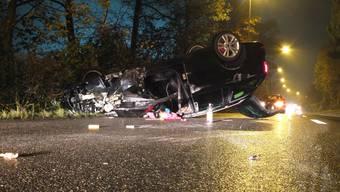 Beträchtlicher Sachschaden: Auto überschlägt sich, weil sich der Fahrer an einem Bonbon verschluckte.