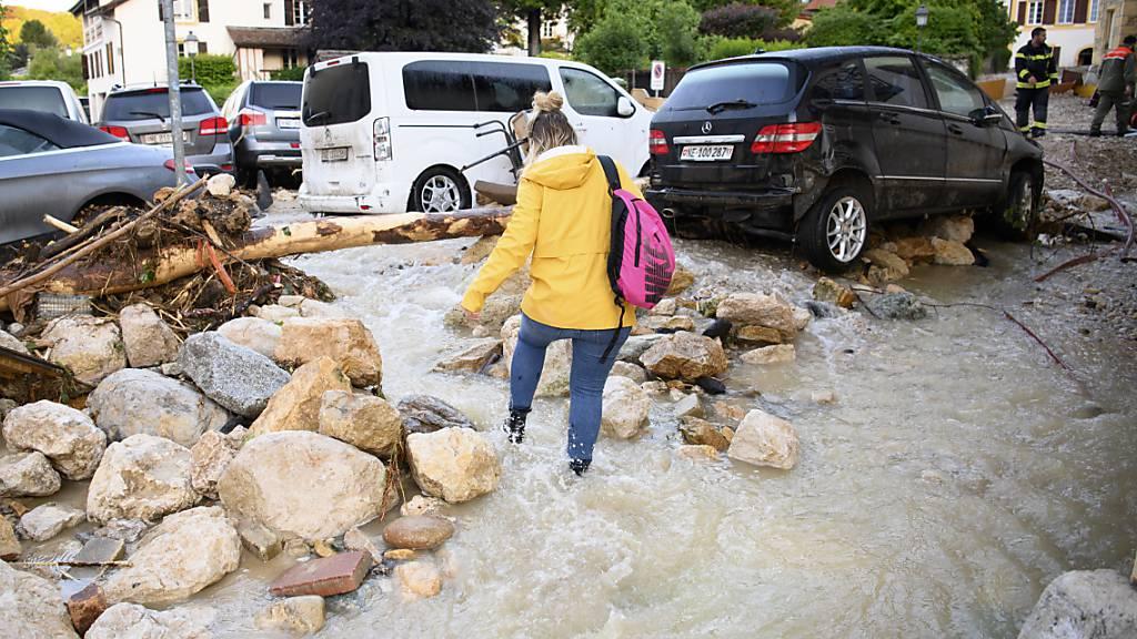 Das Gewitter vom vergangenen Dienstag hat in Cressier NE massiven Schaden angerichtet. Nun steht die Armee für Sicherheitsarbeiten im Einsatz.