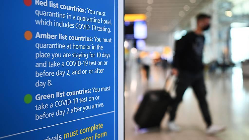 Der Chef des Londoner Flughafens Heathrow will Reiselockerungen für vollständige Geimpfte aus den USA und Europa. (Archivbild)