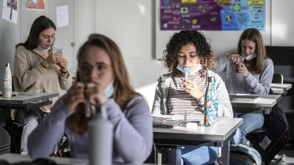 «Zufriedenstellender Start» für Schultestungen in Graubünden
