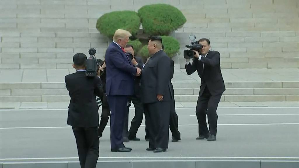 Trump betritt als erster US-Präsident Nordkorea