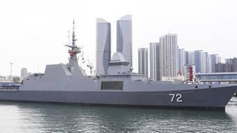 Vor der ostchinesischen Küstenstadt Qingdao nahmen unter den Augen von Staats- und Parteichef Xi Jinping zahlreiche Kriegsschiffe an der maritimen Waffenschau teil.