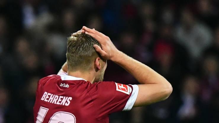 Nürnbergs Hanno Behrens ist entsetzt: Er vergibt vor der Pause einen Penalty