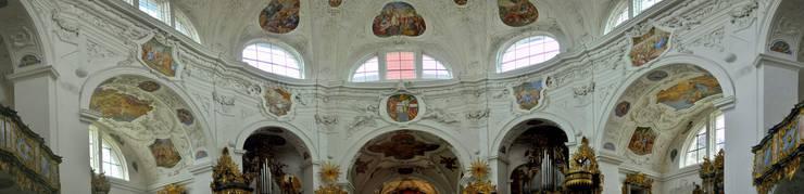 Blick ins barocke Oktogon der Klosterkirche