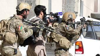 Der IS hat am Samstag einen Anschlag auf eine Militärbasis in Afghanistan vom Freitag für sich reklamiert. (Archivbild)