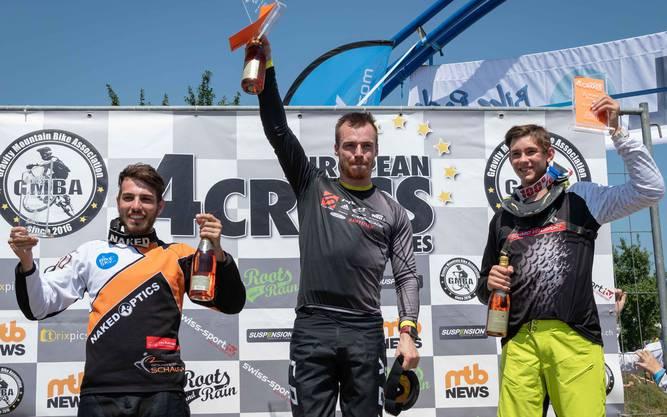 Das Siegerpodest: Marvin Schaupp (v.l.), Sieger Simon Waldburger und Samuel Willimann.