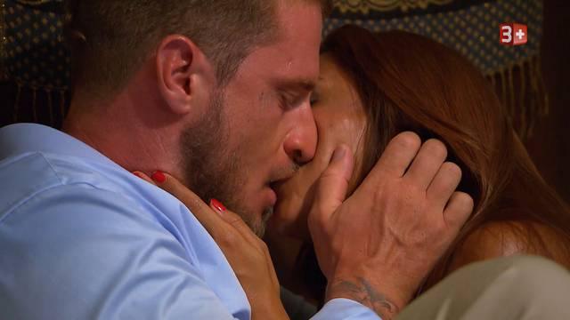 Joel und Carolina: Es knallt und prickelt.