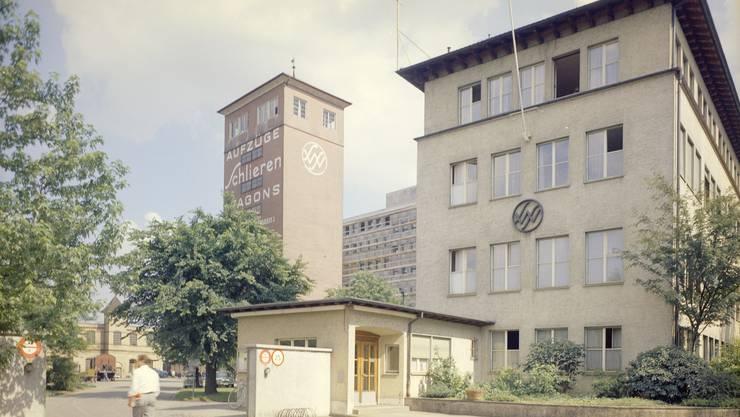 """Haupteingang des ehemaligen """"Schlieren"""" Konzernhauptsitz. Bild © SWS Museum Schlieren"""